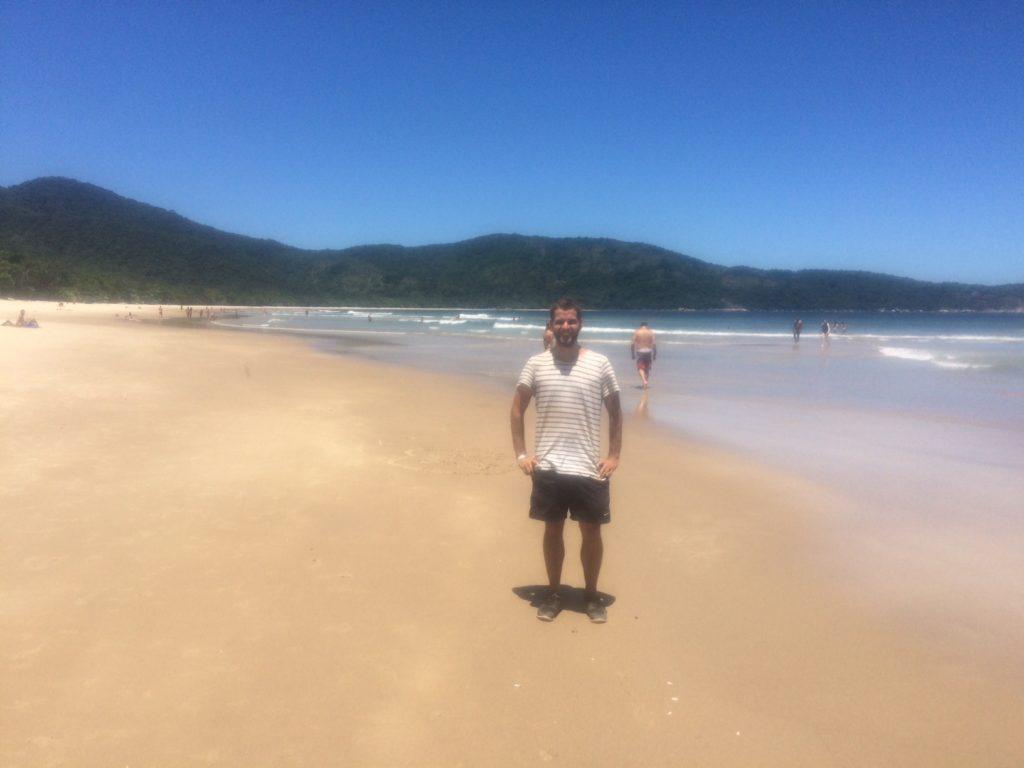 Jeppe på stranden i brasilien